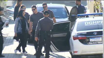 PF prende mulher de Ronnie Lessa por tráfico internacional de armas | Rio  de Janeiro | G1