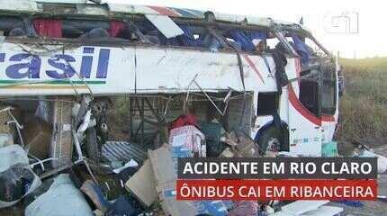 VÍDEO: Veja imagens de ônibus que caiu em ribanceira em Rio Claro