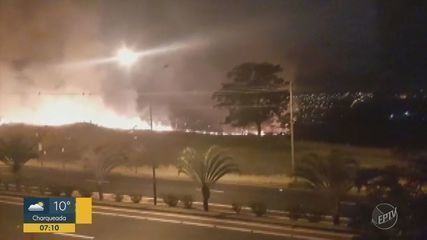 Área verde pega fogo durante a madrugada desta quinta-feira em Campinas