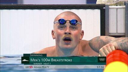 Adam Peaty, da Grã Bretanha, vence a sétima bateria dos 100m peito masculino
