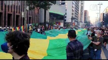 VÍDEO: Protesto contra Bolsonaro na Av. Paulista tem bandeiras verde e amarela e do Brasil