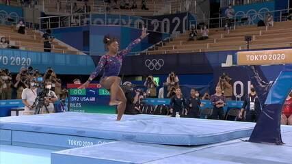 Simone Biles erra na saída da trave na fase classificatória das Olimpíadas de Tóquio