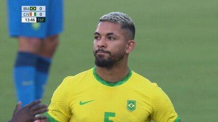 Árbitro revisa lance no VAR e decide expulsar Douglas Luiz, aos 13 do 1º