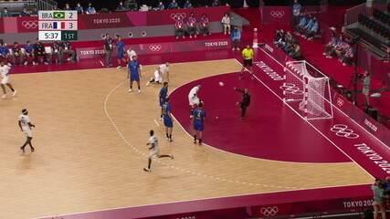Grande defesa de Ferrugem em derrota do Brasil para a França