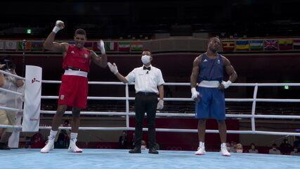 Abner Teixeira vence na decisão dividida e avança para as quartas de final no boxe masculino