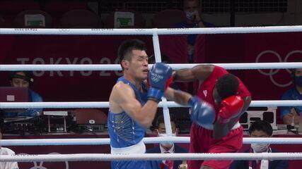 Melhores momentos: Após knock down no primeiro round, Keno Marley vence Chen Daixang e avança para as quartas de final do boxe meio-pesado