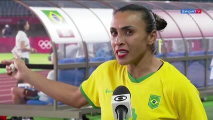 """Emocionada, Marta lamenta eliminação do Brasil e fala sobre o futebol feminino: """"A gente tem que valorizar mais"""""""