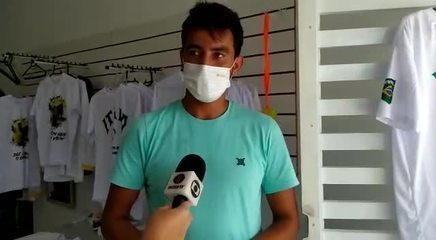 'Produção de um ano', diz lojista após vender 300 camisas de ítalo Ferreira em 3 dias