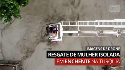Video: il filmato di un drone mostra il salvataggio di una donna isolata durante un'alluvione in Turchia