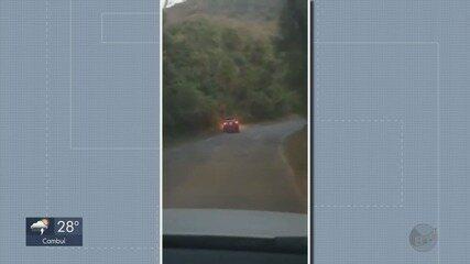 Motorista bêbado é preso após perder controle e cair em buraco em Poços de Caldas
