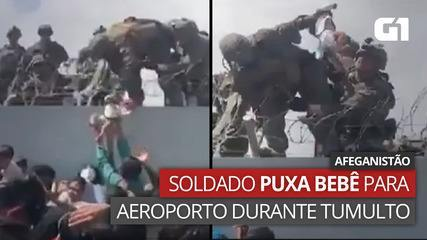 VÍDEO: Soldado puxa bebê para dentro de aeroporto de Cabul em meio a tumulto