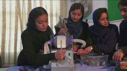 Ragazze afgane di un gruppo di robot scappano dai talebani e sbarcano in Messico
