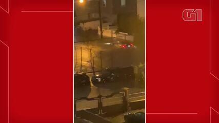 Morador de Nova Jersey registra ruas alagadas após tempestade