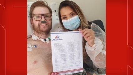 Paciente que ficou internado 85 dias após infecção por Covid se casa no leito do hospital