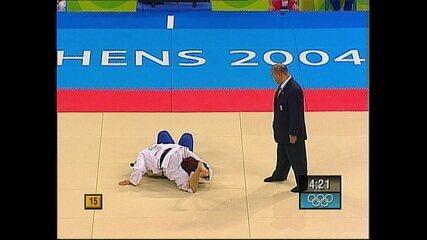 Friba Rezayee, primeira afegã nas Olimpíadas, é imobilizada por Cecilia Blanco no judô