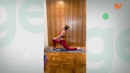 Aprenda postura de yoga que trabalha os músculos da coxa e o chakra raiz