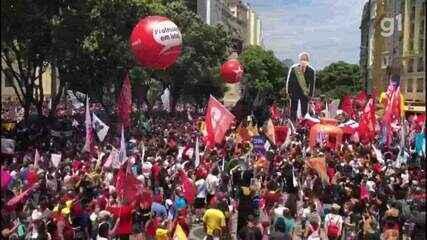 Manifestantes fazem protesto contra o presidente Jair Bolsonaro no Centro do Rio