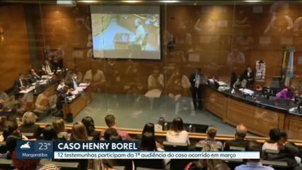 Pai do menino Henry é ouvido na audiência do julgamento dos acusados de matar a criança