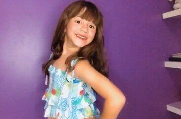 Nicole Viana trabalha como modelo mirim e quer ser veterinária quando crescer.