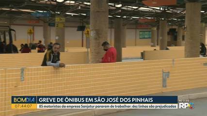 Motoristas de empresa de ônibus fazem greve em São José dos Pinhais