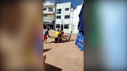 Mulher em trabalho de parto é socorrida em carrinho de mão no Pará