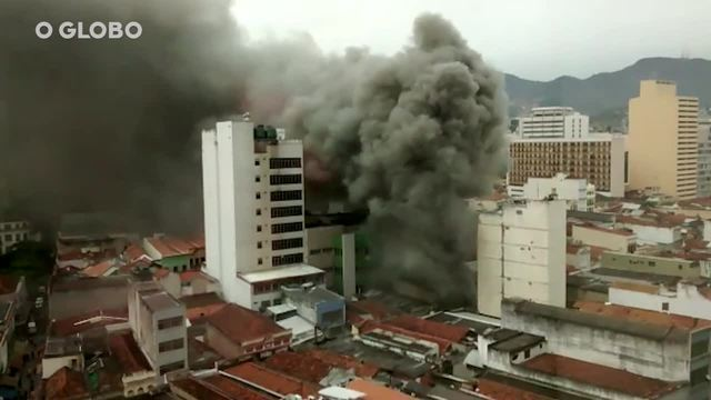 b30fa7be6 RIO - Uma loja de calçados pegou fogo, na manhã desta terça-feira, na Rua  Senhor dos Passos, no Centro. A via foi interditada entre as ruas Regente  Feijó e ...