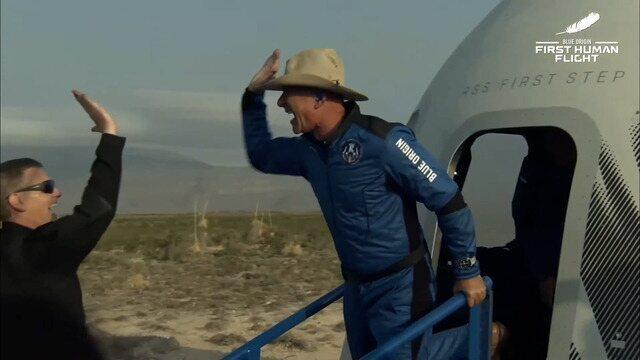 Viagem da Blue Origin durou 10 minutos e 18 segundos. No voo, o bilionário Jeff Bezos levou o irmão Mark, a pioneira espacial Wally Funk, de 82 anos, e Oliver Daemen, de 18 anos