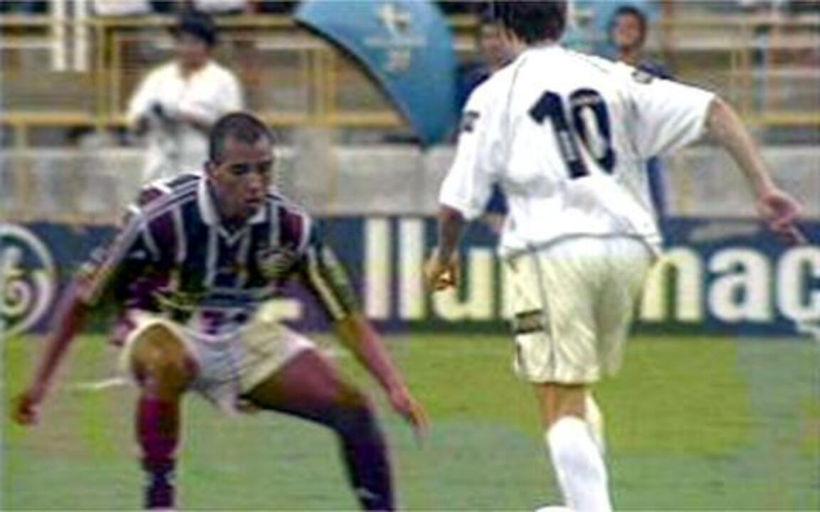 Em 2001, Paulo Miranda e Viola discutem durante o clássico entre Vasco e Fluminense