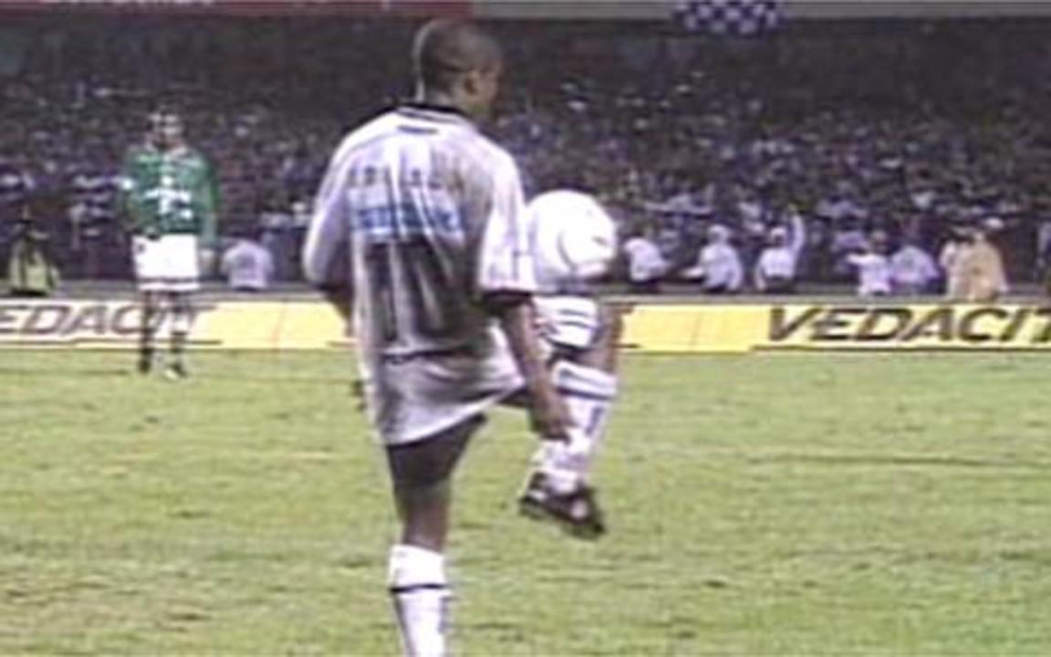 Em 1999, Corinthians empata com Palmeiras e é campão Paulista em jogo confuso