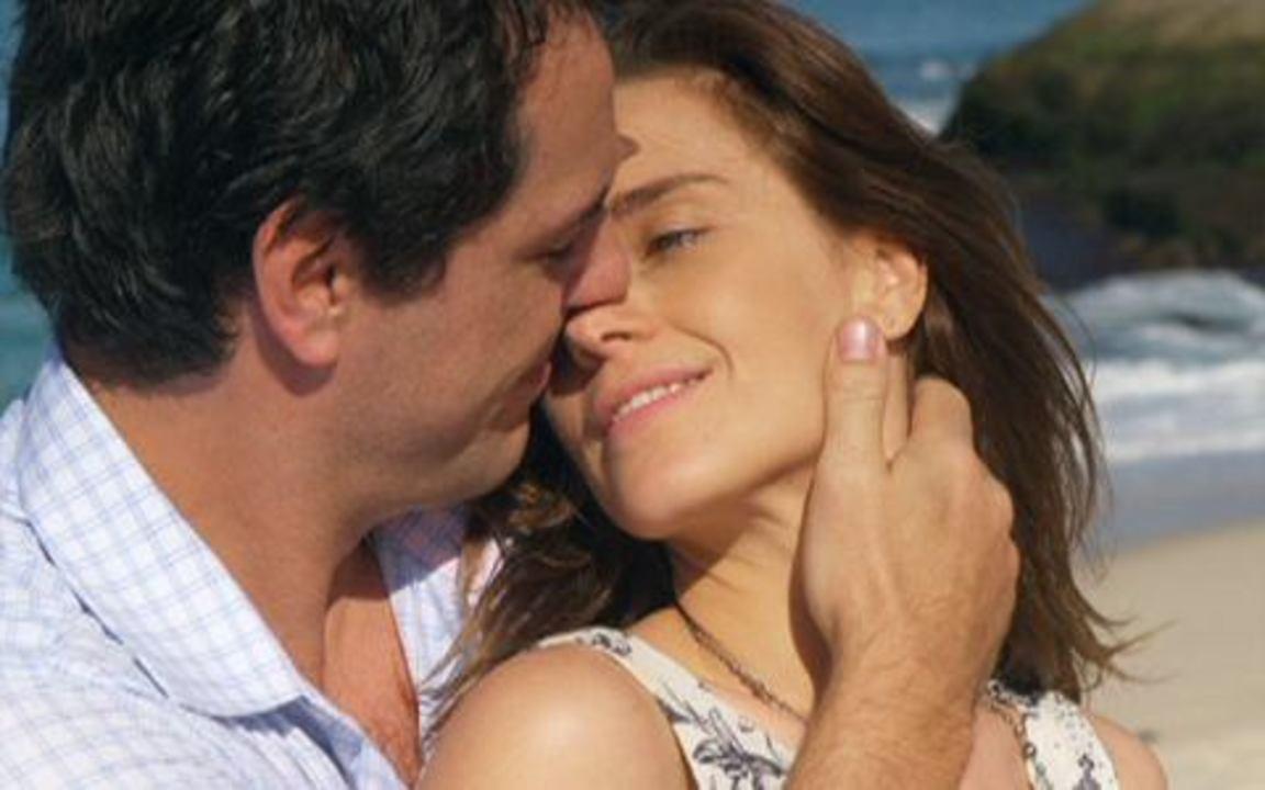 Passione - Capítulo de terça-feira, 20/07, na íntegra - Diana e Mauro namoram na praia. Agnello é apresentado a Stela, como namorado de Lorena. Sinval tenta impedir Danilo de ir para a Itália. Adamo reencontra Francesca.