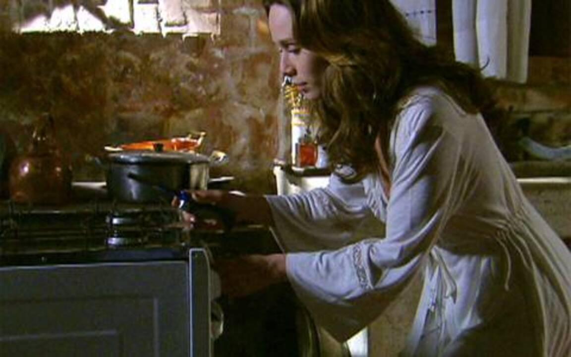 Passione - Capítulo de sexta feira, 23/07/2010, na íntegra - Clara tenta convencer Totó que Gemma está doente. Adamo e Francesca têm noite de amor. Lorena conta a Saulo e Stela que Agnello é sobrinho de Totó.