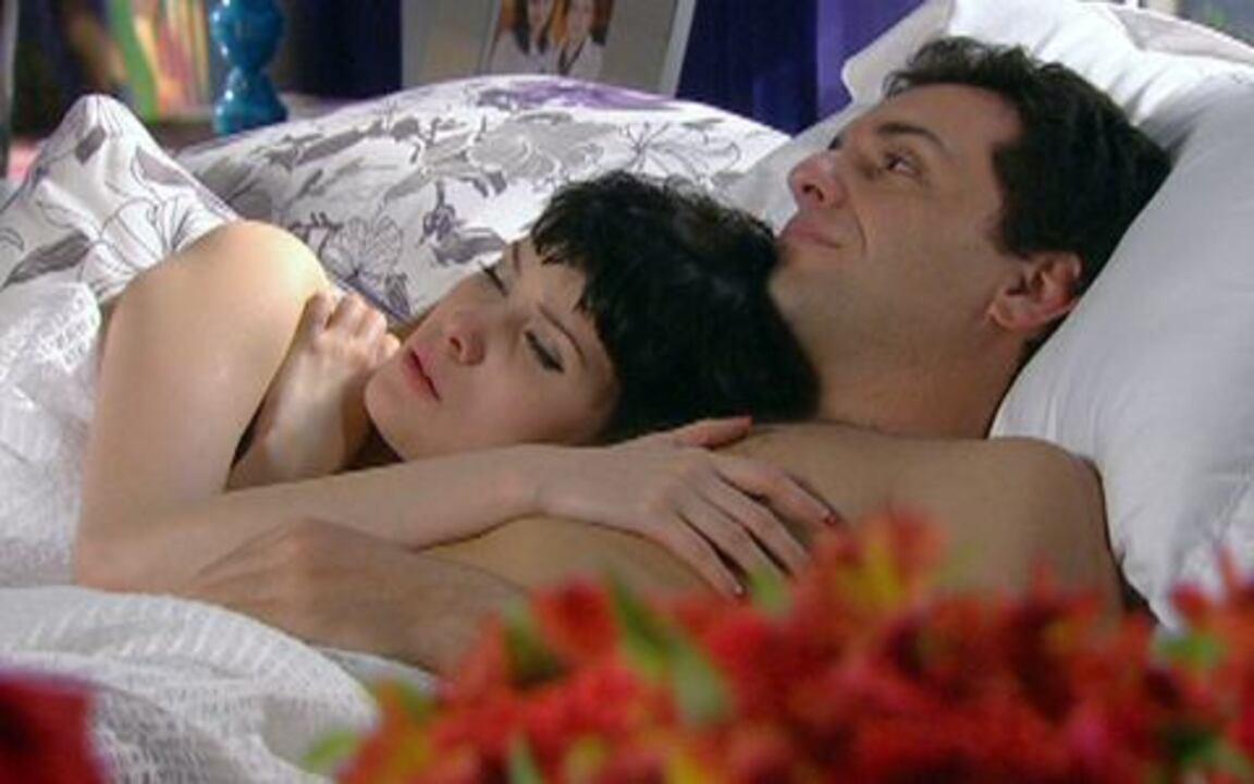 Passione - Capítulo de segunda-feira, 26/07, na íntegra - Mauro convence Melina a desistir do casamento com Fred. Adamo diz a Totó que vai embora de casa. Mauro conta para Diana que vai se casar com Melina.