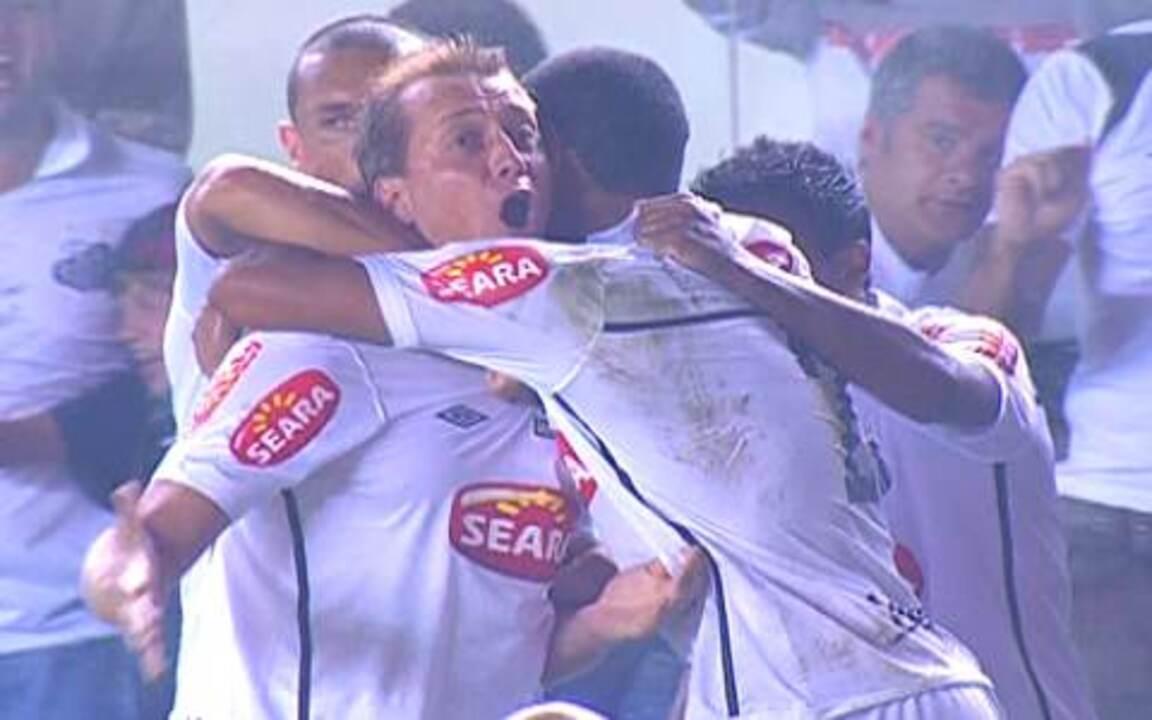 Os gols de Santos 2 x 0 Vitória pelo 1º jogo da decisão da Copa do Brasil 2010