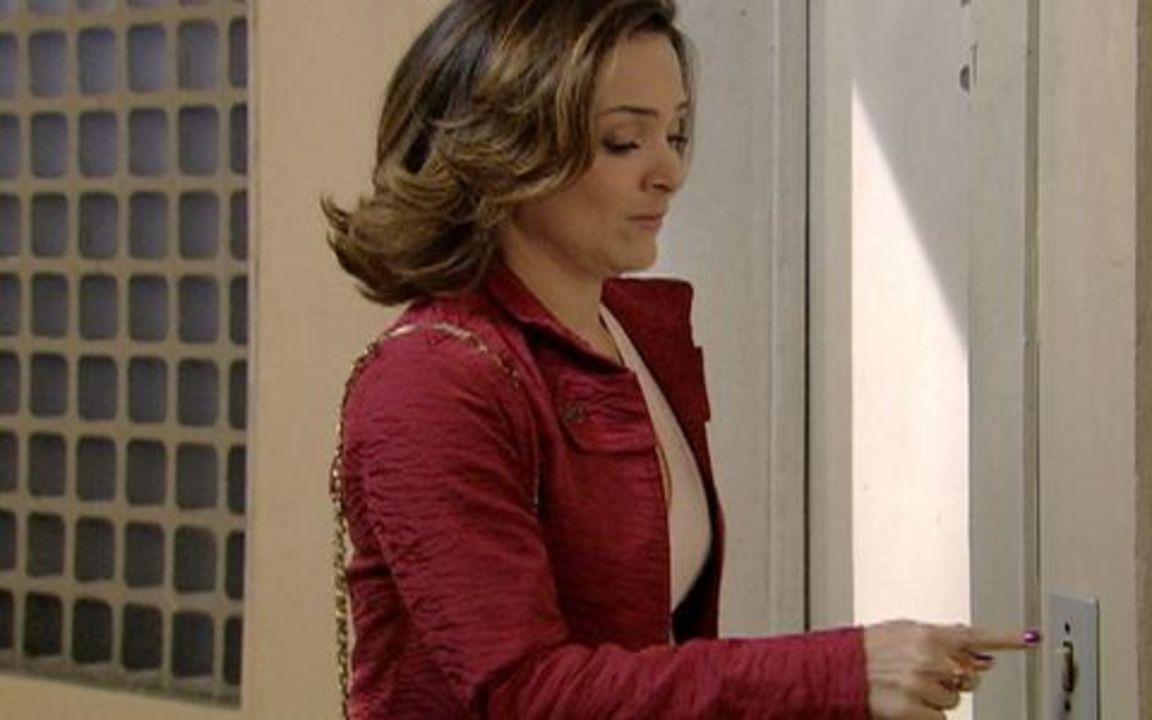 Passione - capítulo de quinta feira, dia 19/08/2010, na íntegra - Melina implica com Diana e ela a enfrenta.