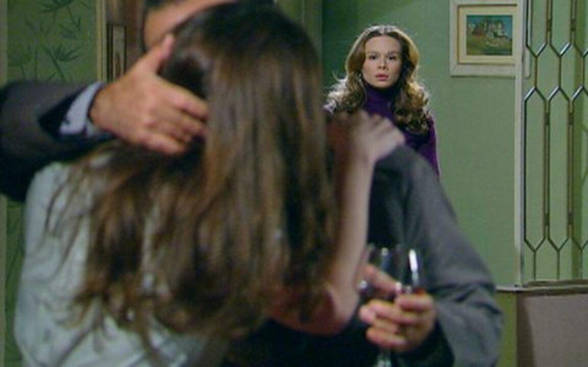 Passione - capítulo de segunda feira, dia 20/09/2010, na íntegra - Clara vê Totó e Felícia se beijando