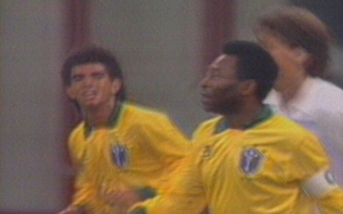 Em 1990, em festa pelos 50 anos de Pelé, Brasil perde por 2 a 1 para Sel. Resto do Mundo