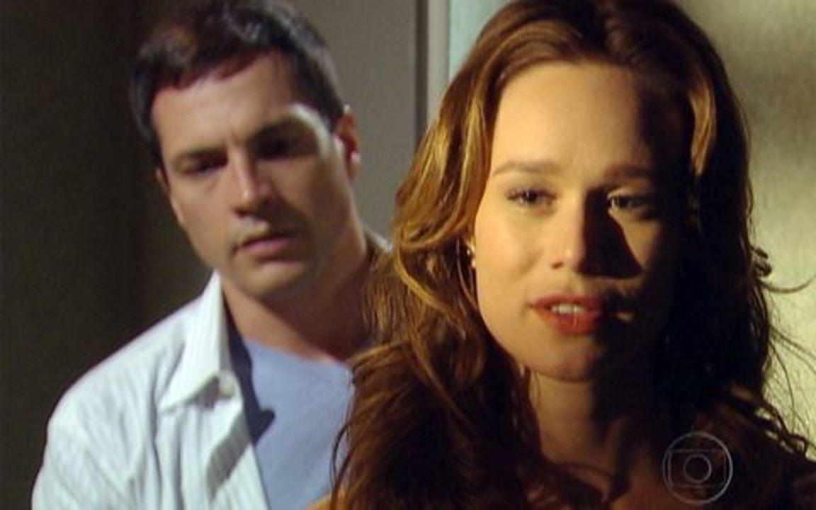 Passione - capítulo de quarta feira, dia 01/12/2010, na íntegra - Totó e Kelly se preocupam com o sumiço de Clara. Ela vai ao encontro de Diogo e o seduz