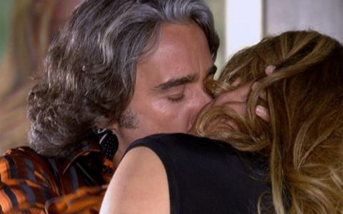 Ti ti ti - capítulo de quinta feira, dia 27/01/2011, na íntegra - Jacques procura Jaqueline e eles acabam se beijando