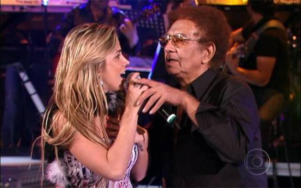 Reginaldo Rossi chamou Robertha Portella para cantar com ele no 'Domingão'