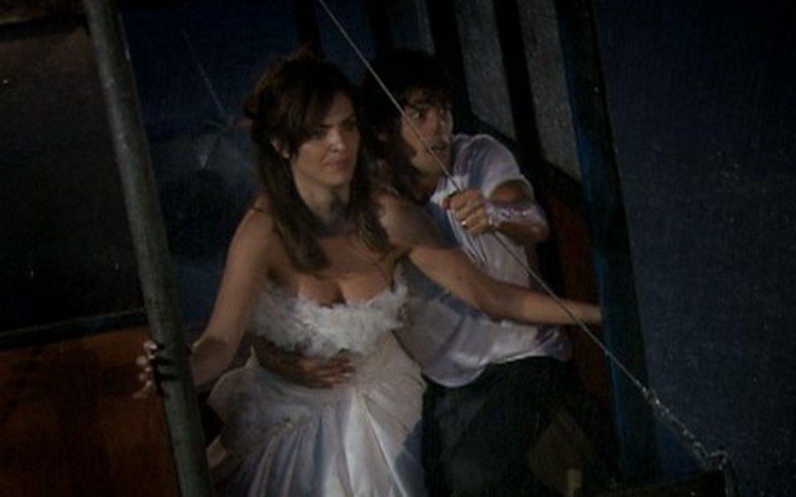 Ti ti ti - capítulo de sexta-feira, 04/02/2011, na íntegra - Armandinho e Desirée ficam à deriva no meio do temporal!