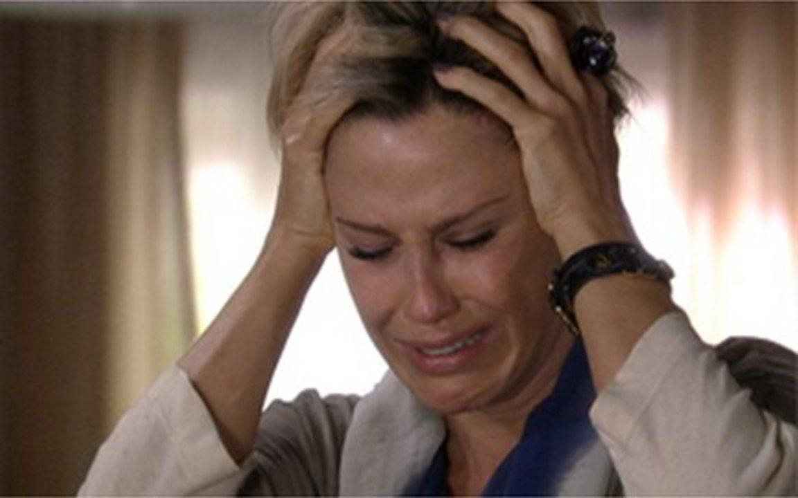 Ti Ti Ti - Capítulo de Sexta-feira, 11/02, na íntegra - Luisa se desespera ao saber que não está grávida e culpa Marcela pela perda do filho.
