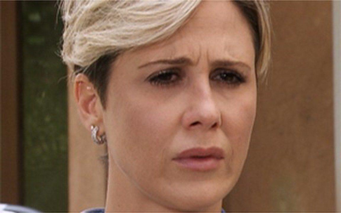 Ti Ti Ti - Capítulo de Sábado, 12/02/2011, na íntegra - Edgar leva Luisa para uma clínica psiquiátrica. Xuxa aparece de surpresa durante o parabéns de Jaqueline