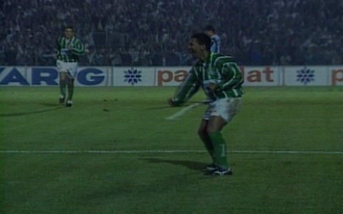 Em 1996, Palmeiras vence o Grêmio por 3 a 1 pelas semifinais da Copa do Brasil