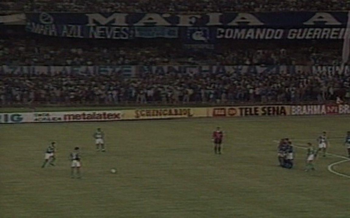 Em 1996, Cruzeiro e Palmeiras empatam na primeira partida da final da Copa do Brasil