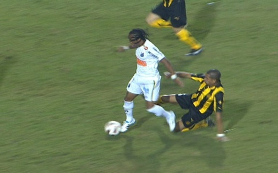 Melhores momentos: Santos 2 x 1 Peñarol pela Final da Libertadores 2011