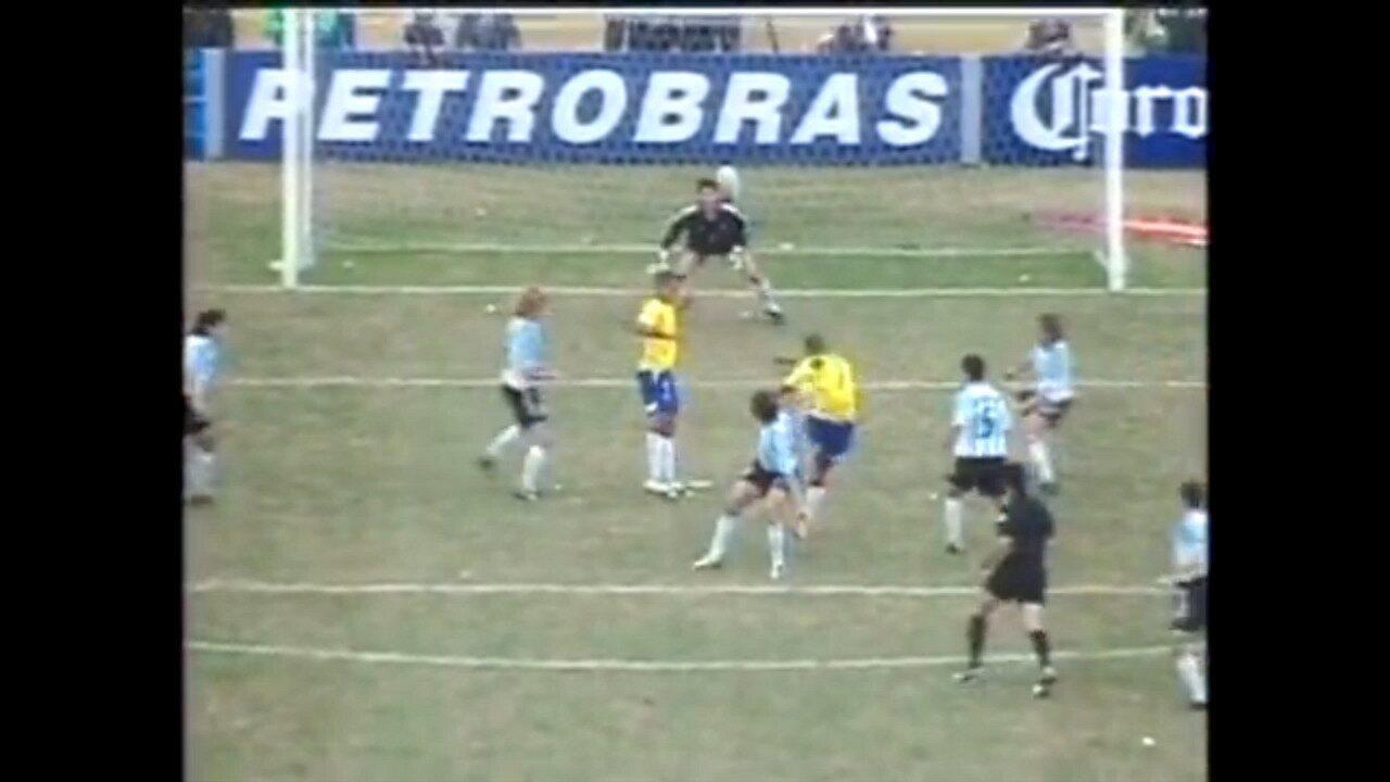 Em 2004, Brasil comemora título da Copa América após derrotar a Argentina
