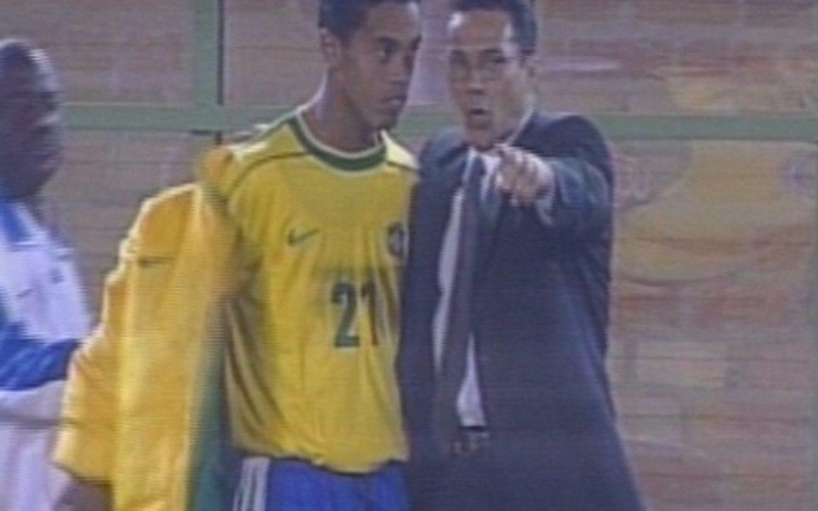 Baú do esporte relembra estreia de Ronaldinho na goleada por 7 a 0 sobre Venezuela