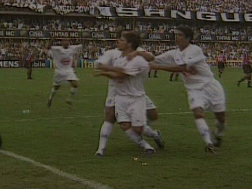 Em 2002, Santos garante a vitória sobre o São Paulo com placar de 3 a 1