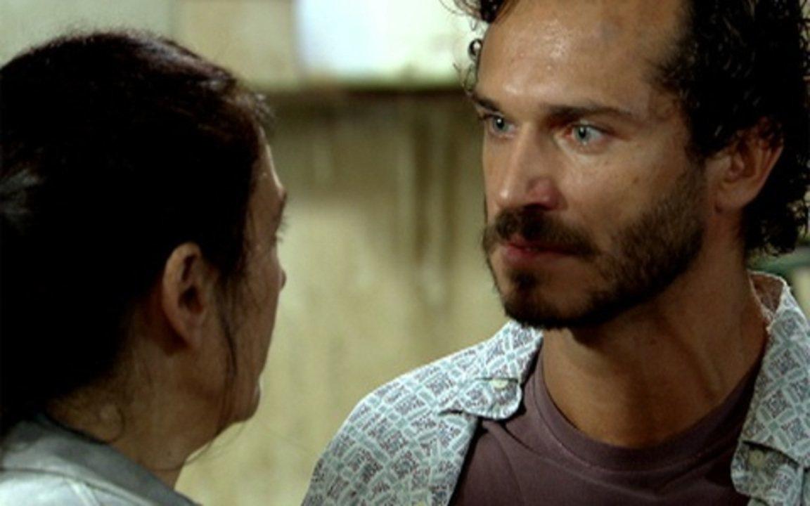 Fina Estampa - Capítulo de quinta feira, dia 01/09/2011, na íntegra - Guaracy surpreende Griselda com um beijo
