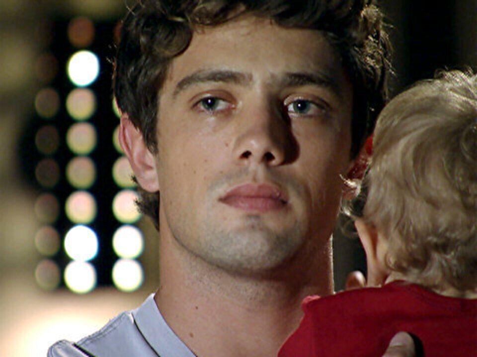 A Vida da Gente - capítulo de quarta-feira, dia 26/10/2011, na íntegra - Rodrigo decide ir embora da casa de Lourenço